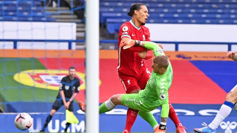 Van Dijk injured vs Everton